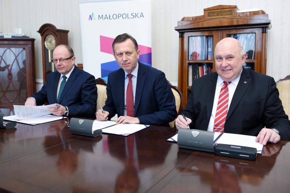 Zdjęcie z uroczestego podpisania Umowy Powierzenia Zadań