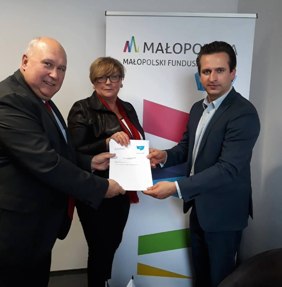 Zdjęcie z rozstrzygnięcia przetargu na wsparcie instrumentu poręczeniowego w Małopolsce