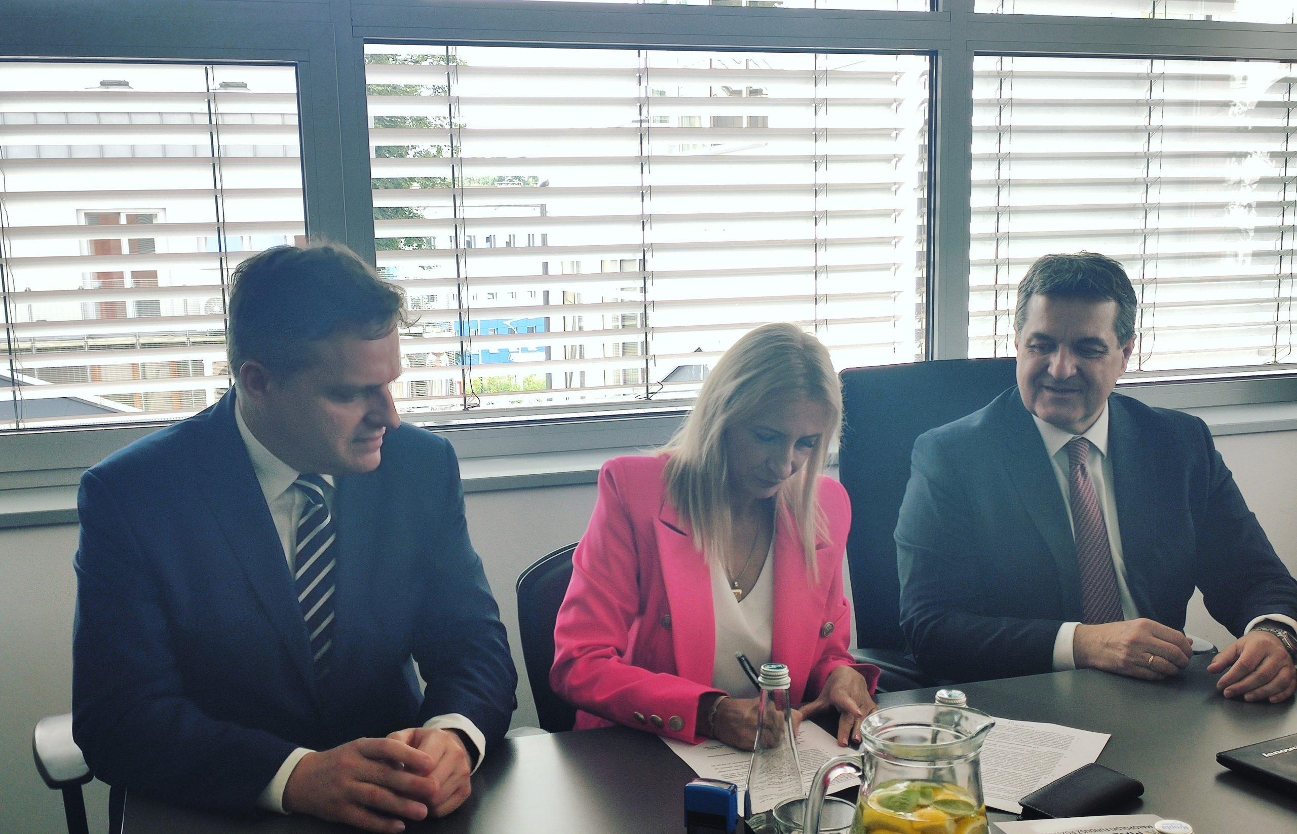 """Podpisanie umowy o pośrednictwo finansowe dotyczącej udzielania """"Pożyczki Turystycznej"""" dla MŚP – Małopolska Tarcza Antykryzysowa"""